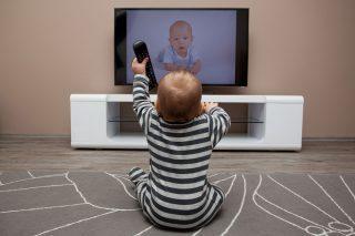 Televisão e o impacto negativo para formação de uma criança